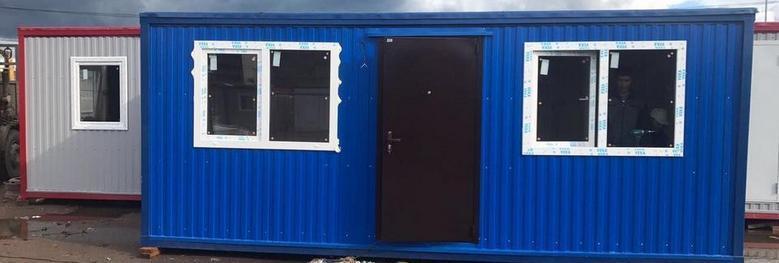 Бытовки оснащены электричеством и укомплектованы мебелью